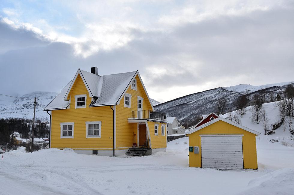 Norvège - maison bois jaune