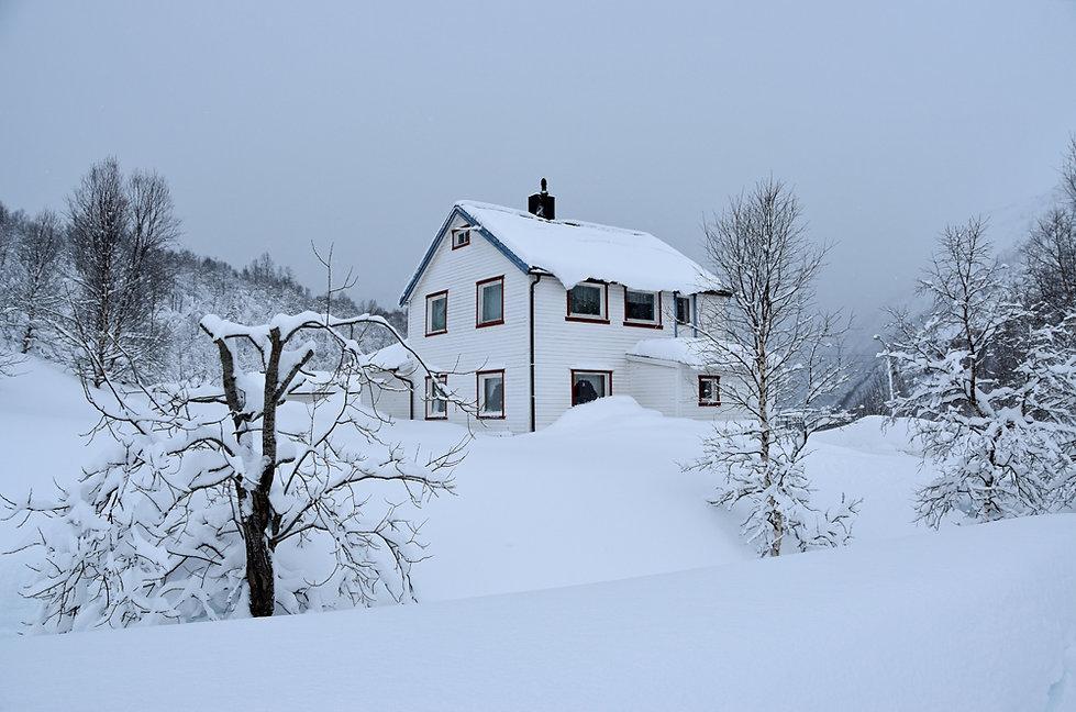 Norvège - hiver - neige - maison