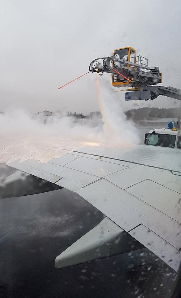 Aéroport Oslo - dégivrage avion
