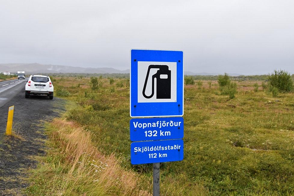 islande iceland Myvatn duster essence station