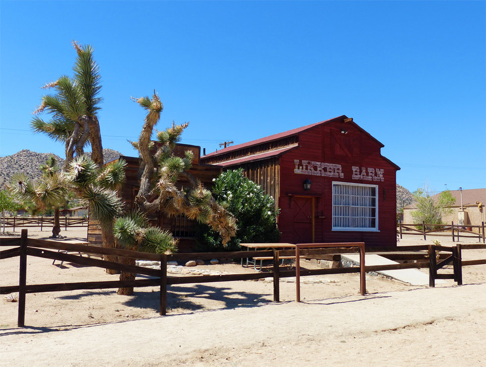 Pioneertown Likker Barn ferme
