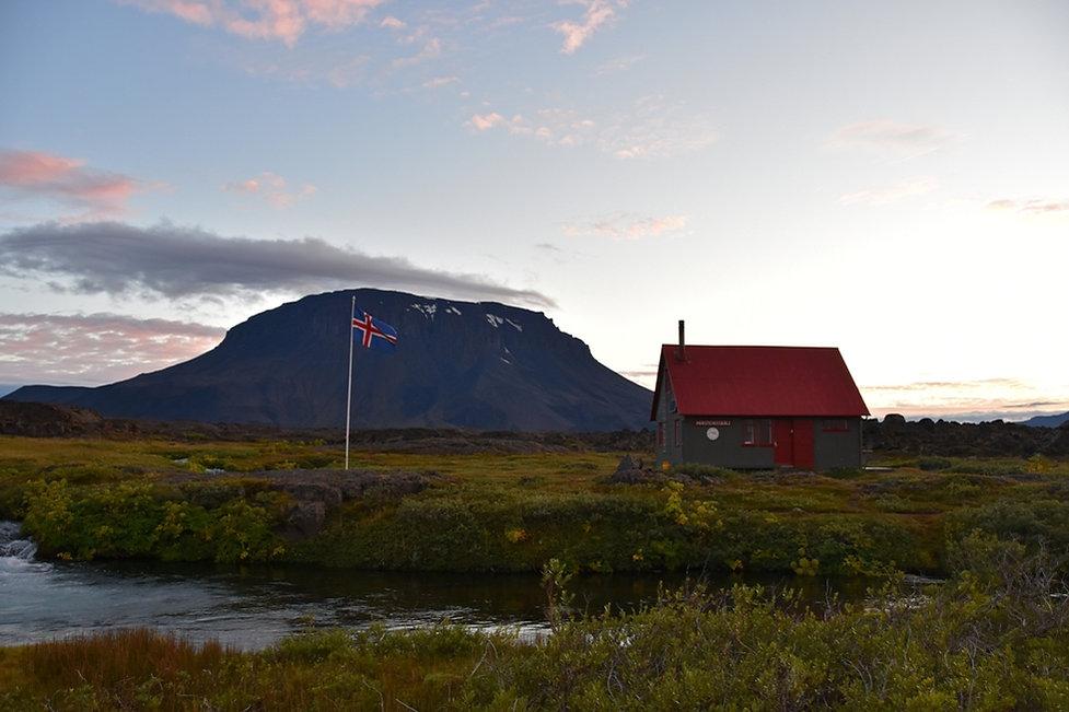 piste F88 duster Herdubreidarlindir islande iceland refuge Thorsteisskali hut Herdubreid volcan volcano oasis