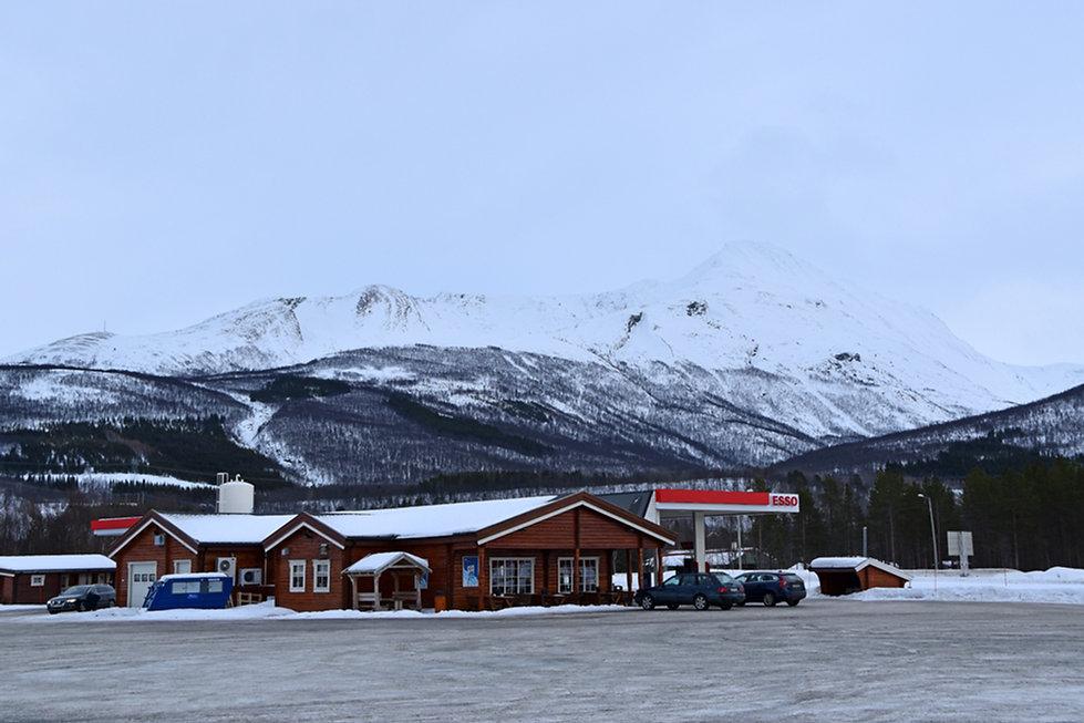 Norvège - station Esso rondins - Storsteinnes