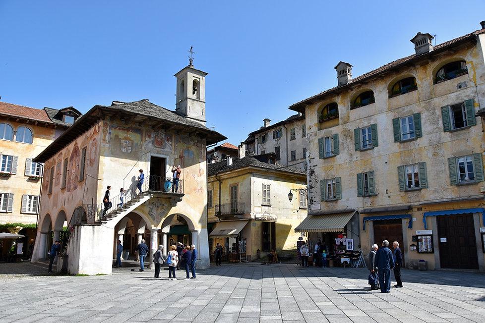 Italie Orta San Giulio Piazza Motta