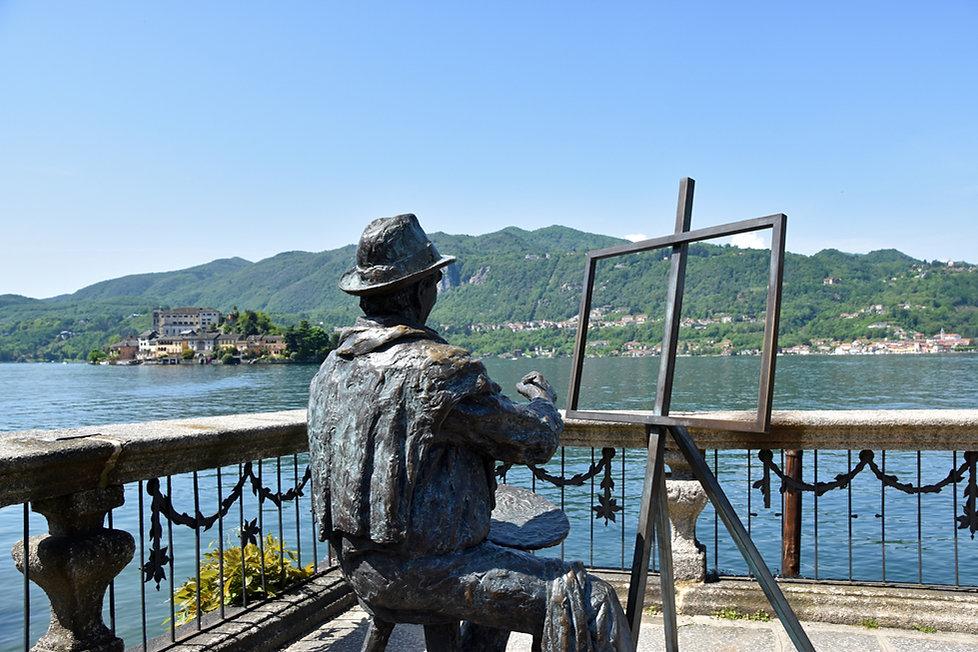 Italie Orta San Giulio statue lac peintre