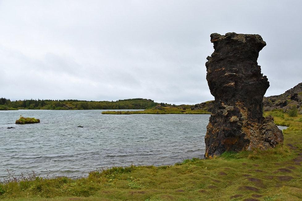 islande iceland lac Myvatn Stripar colonne lave basalte