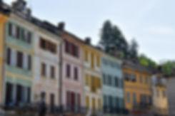 Italie Orta San Giulio facades colorées