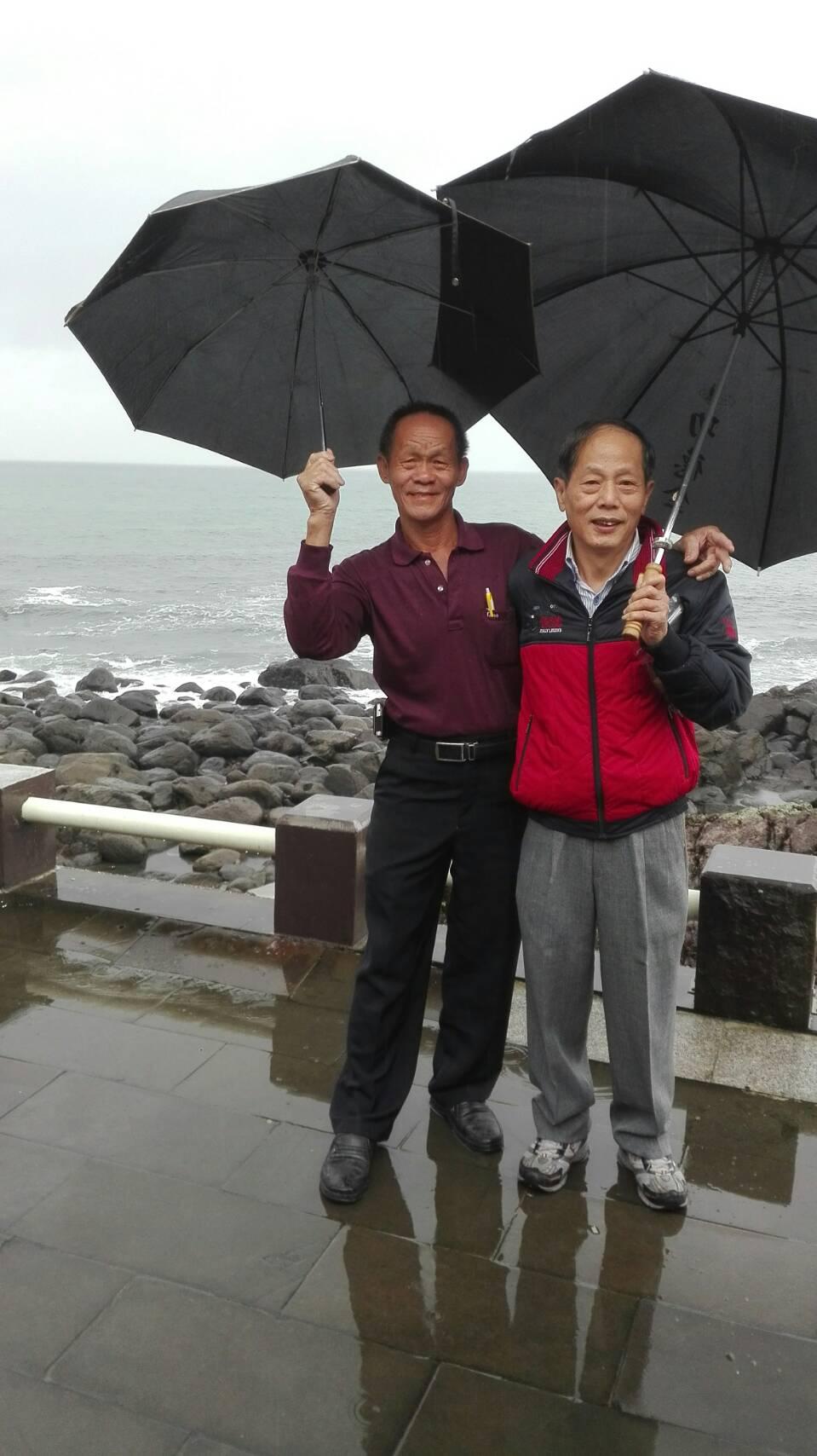 台中市象棋協會 會員 杜木泉 (左)台中市象棋協會 總幹事彭木桂 (右)