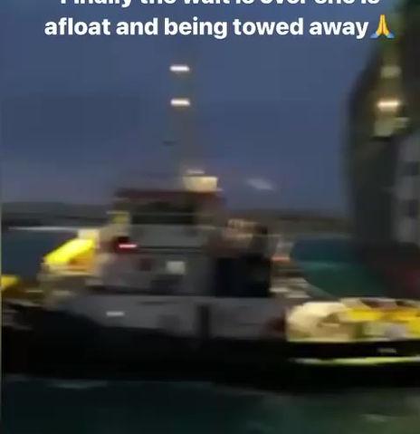 Navio encalhado mexeu.