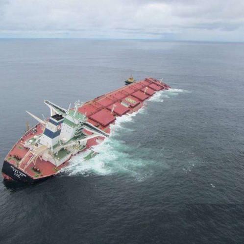 Marinha decide afundar  NM Stellar Banner que tombou com minério da Vale