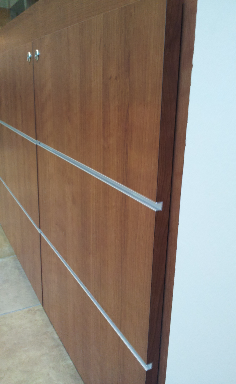 Laminate doors on steel stand