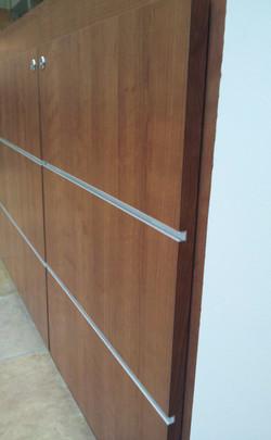 Laminate doors on steel stand