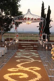 חתונה בחצר, הפקת אירועים, הפקות אירועים, במבי עיצוב אירועים, חתונה בטבע