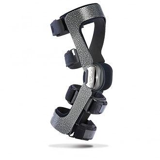 donjoy-armor-with-fourcepoint-knee-brace