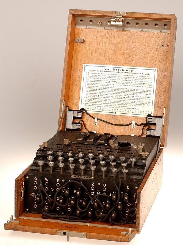 FANY Suitcase radio (3).jpg