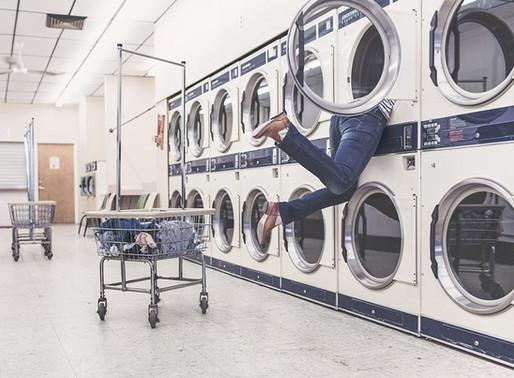 Porque não deve lavar tapetes na máquina?