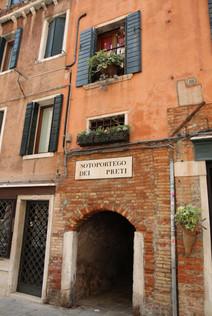 Venice Italy tiny passageway