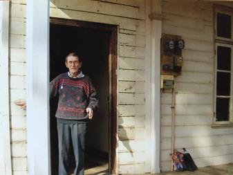 Noel in doorway_0653.jpg