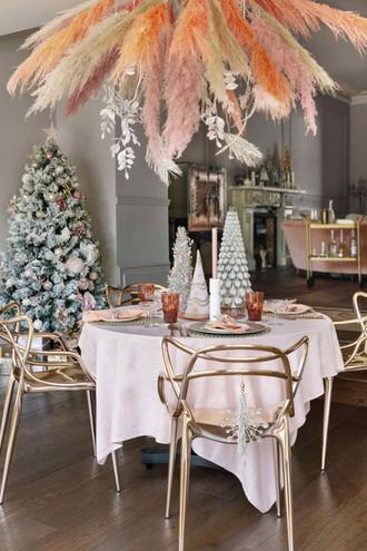 Set The Christmas Table