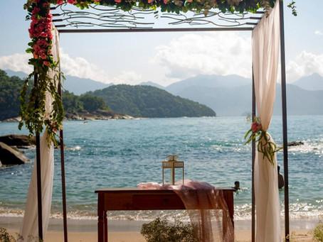 Decoração e Vestido para Casamento na Praia - Por Silvia Flores e Noivas