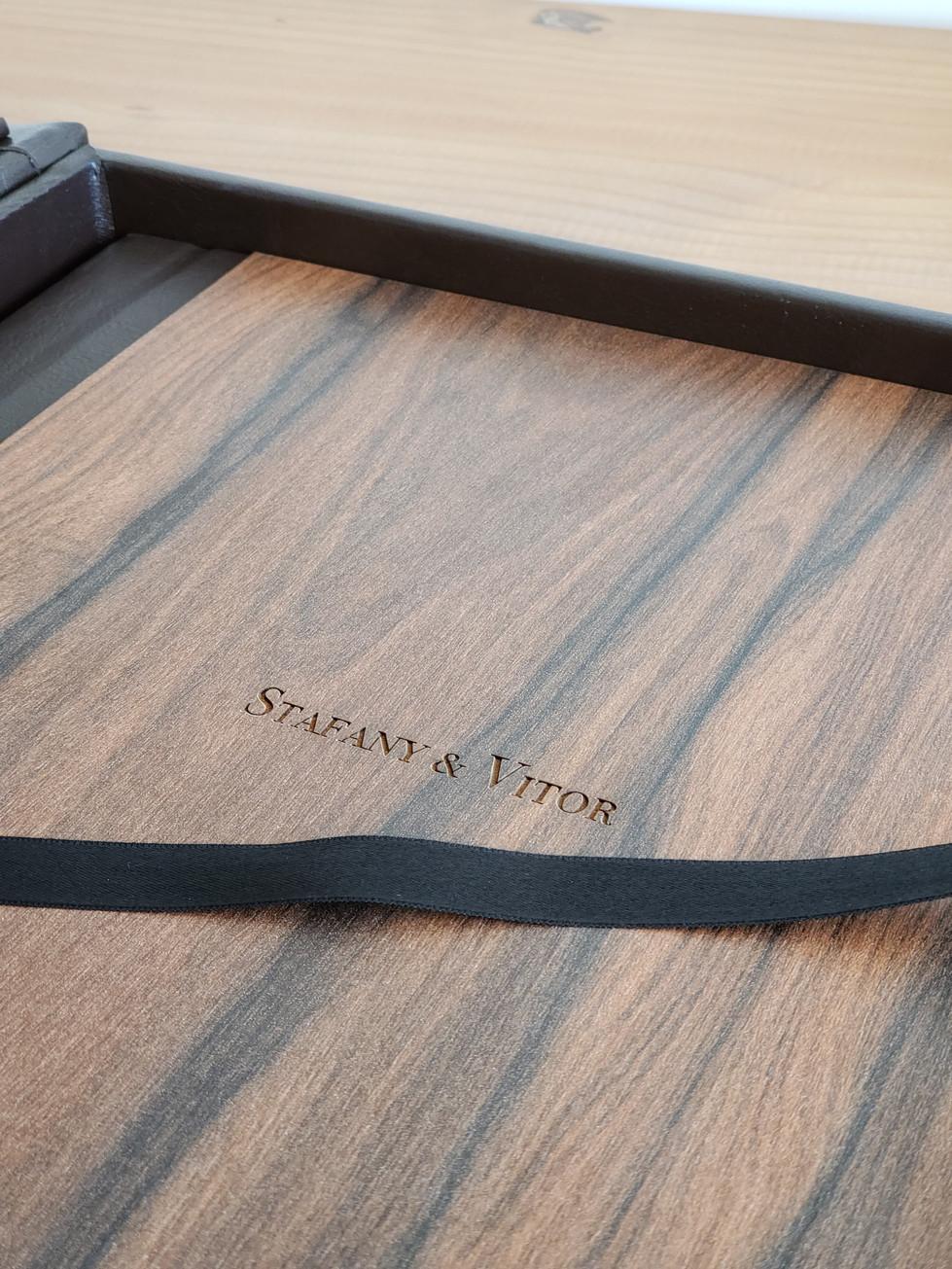 Álbum de madeira com gravaçãp a laser