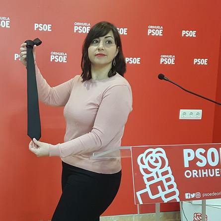 El PSOE critica que protocolo gastara casi 2000€ en corbatas negras.
