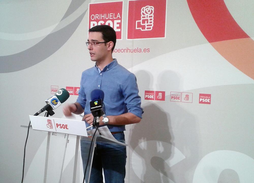 El edil Víctor Ruiz, en una ruda de prensa.