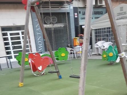 EL PSOE asegura que a pesar de estar cerrados la afluencia en los parques es constante