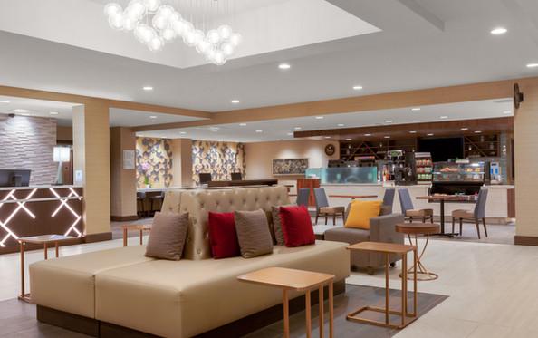 Holiday Inn La Mirada Lobby