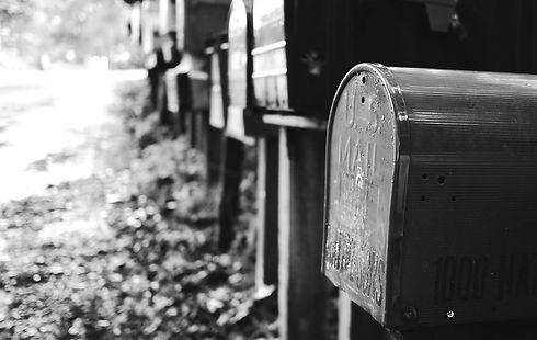 mailbox-595854_edited.jpg