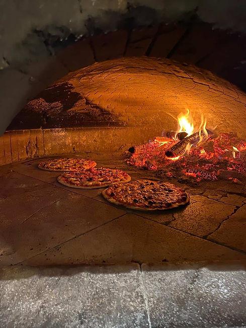 Pizzas au feu de bois chez inizio.jpeg