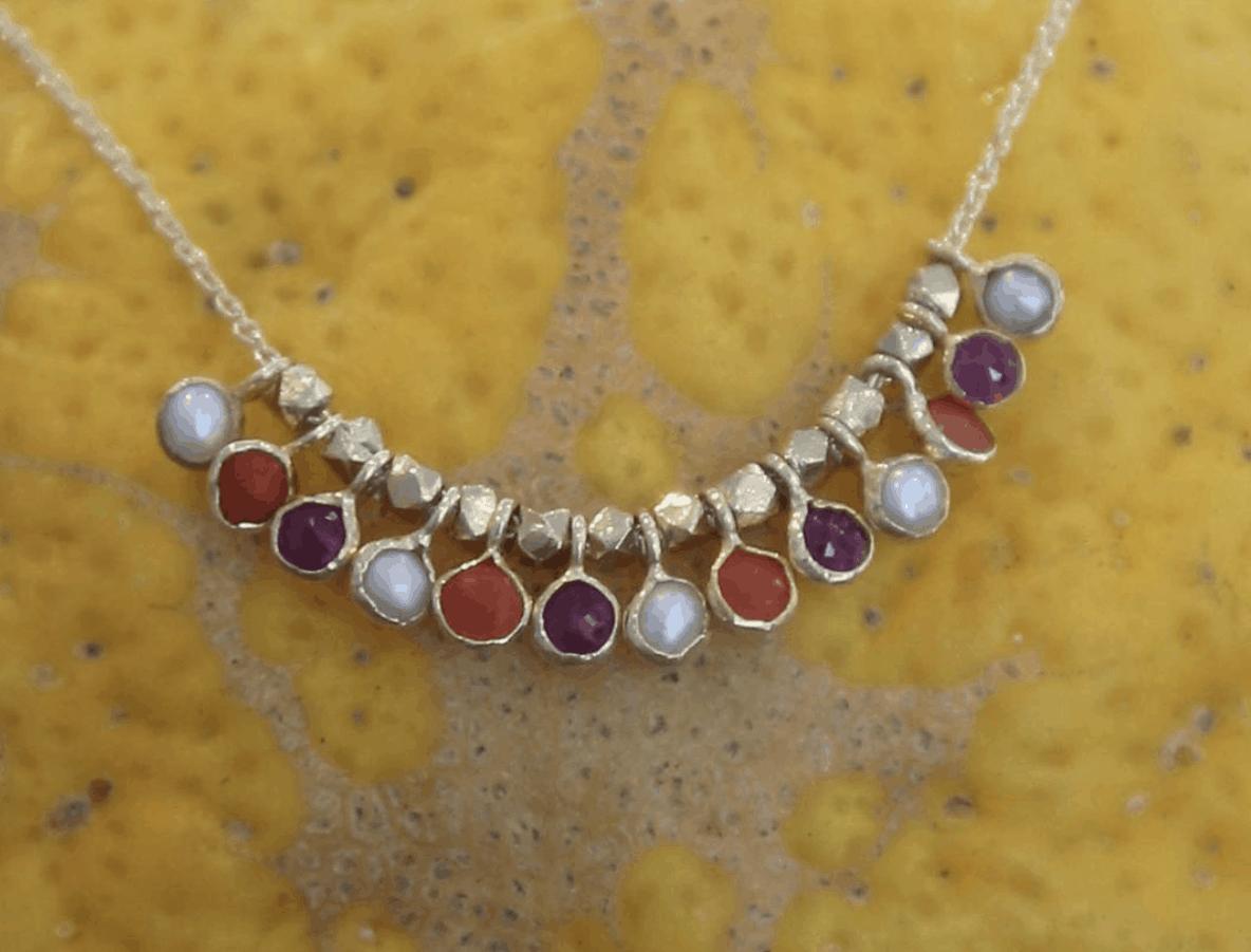 5 OCTOBRE Rubis, corail et perles.png