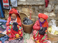 Red Dzao women - Sapa markets