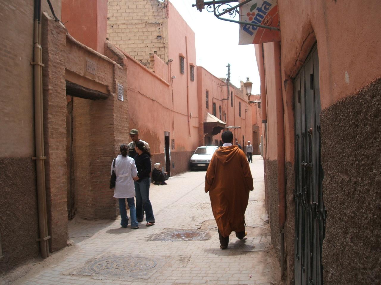 Riad Marianis - approach A little lane near home