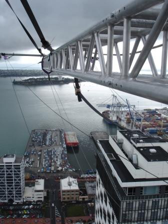 Stunt rigging desender truss