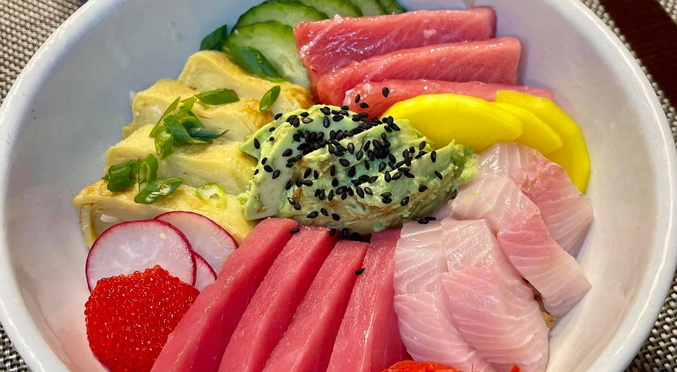 Kaisen chirashizushi with cauliflower rice