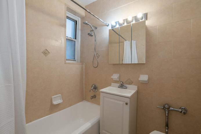 11406 Queens Blvd Unit Apt B9-large-016-015-Bathroom-1498x1000-72dpi.jpg