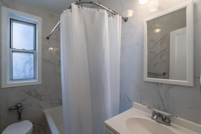 11034 73rd Rd Unit 5M Queens-large-016-018-Bathroom-1498x1000-72dpi.jpg