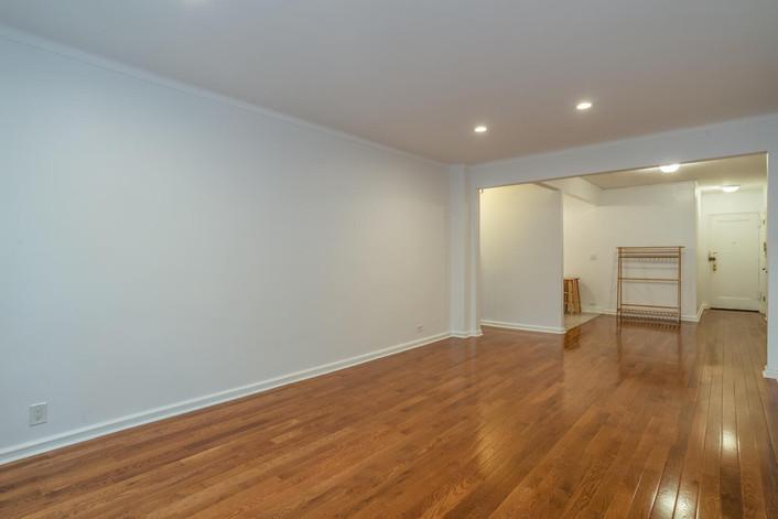11034 73rd Rd Unit 5M Queens-large-011-007-Living Room-1498x1000-72dpi.jpg