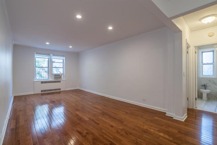 11034 73rd Rd Unit 5M Queens-large-008-009-Living Room-1498x1000-72dpi.jpg