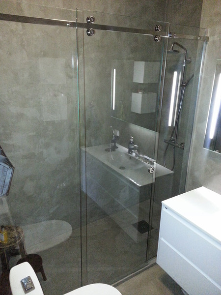 Skyvedør i glass som dusjdører