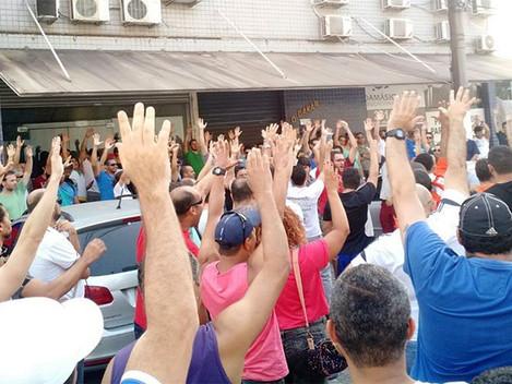 Algumas bases dos petroleiros rejeitam indicativo de fim de greve da FUP