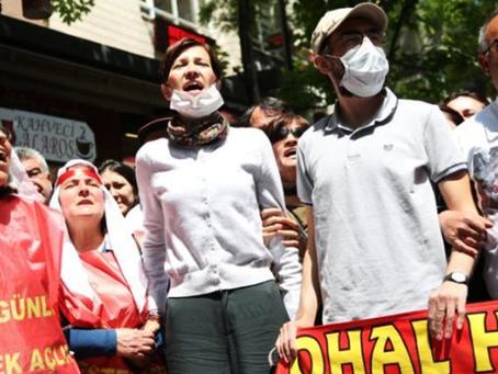 Trabalhadores fazem greve de fome em protesto contra o Estado turco