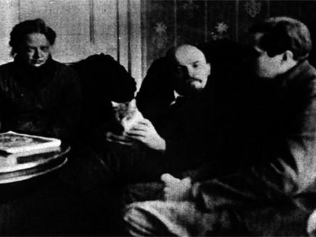 """Krupskaia: """"Porque é que a II Internacional defende Trotsky?"""""""