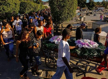 Cinco jovens são assassinados à sangue frio por milicianos no RJ