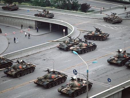"""""""Reflexões sobre a Praça Tiananmen e a tentativa de acabar com o socialismo chinês"""""""