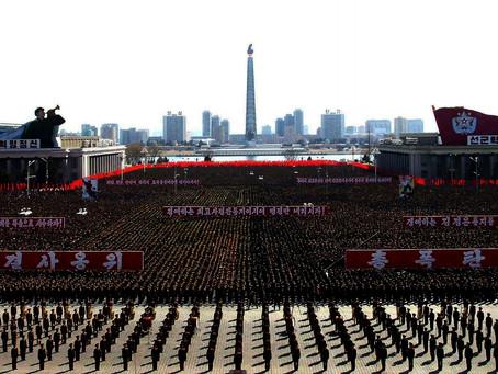 O Exército Popular da Coreia e os desfiles militares
