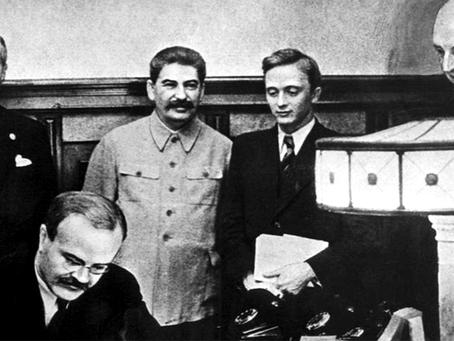 """""""1939: O tratado de não agressão entre a URSS e a Alemanha"""""""