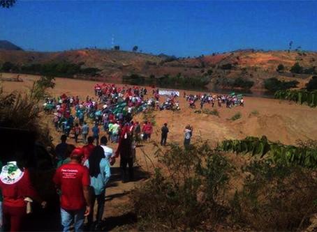 """Camponeses erguem """"Acampamento da Seca"""" no interior do ES"""