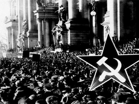 """""""Duas Revoluções, Dois Resultados"""""""